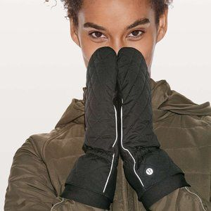 Lululemon No Shivers Mittens in Black
